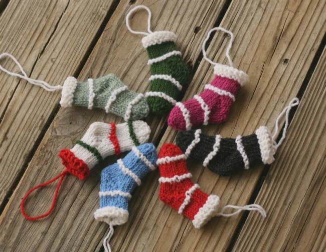 Mini Christmas Stockings - a free knit pattern