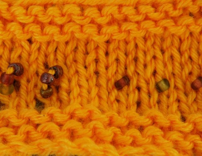 Knitting with beads by pre-stringing