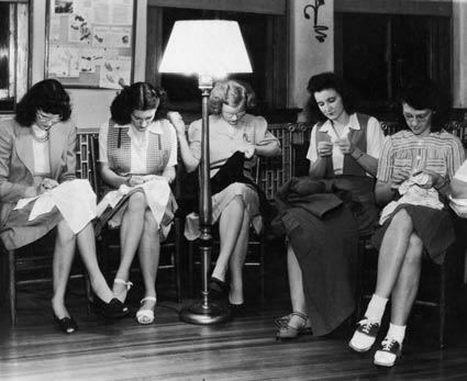 How to find a knitting and crochet group